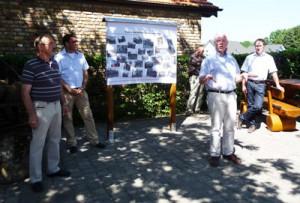 Bürgermeister Theo Hüffel eröffnet den Dorfplatz