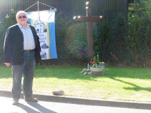 Peter Linke erläutert die Zielsetzung für den Namen Friedenskreuz